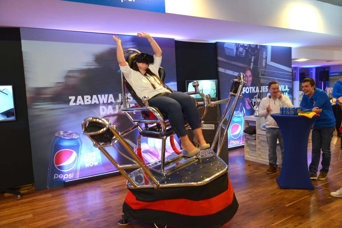 Roller coasrer VR 9D - 01 - platforma vr wynajem atrakcji