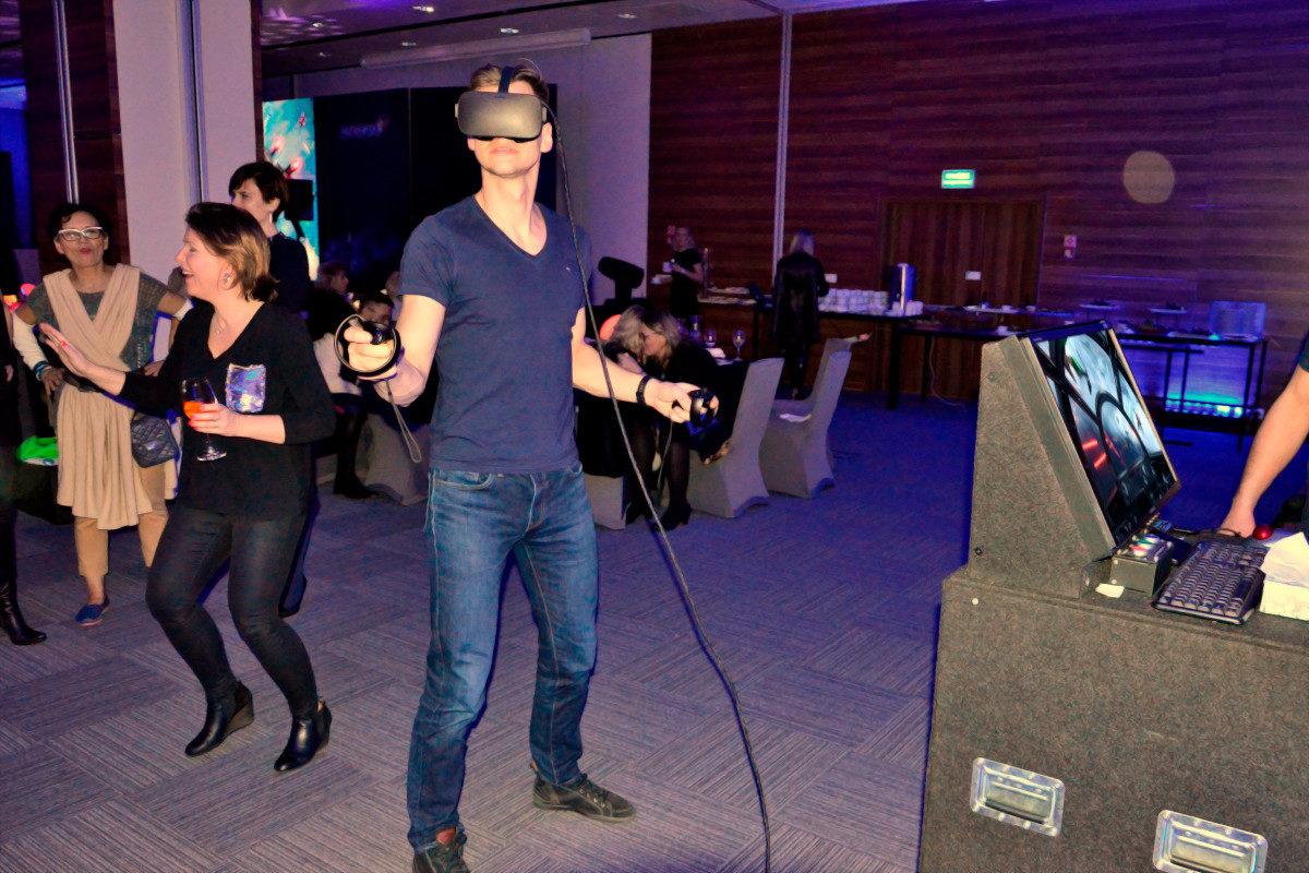 Stanowisko VR Kosmiczne - 1 - symulator kosmiczny wynajem