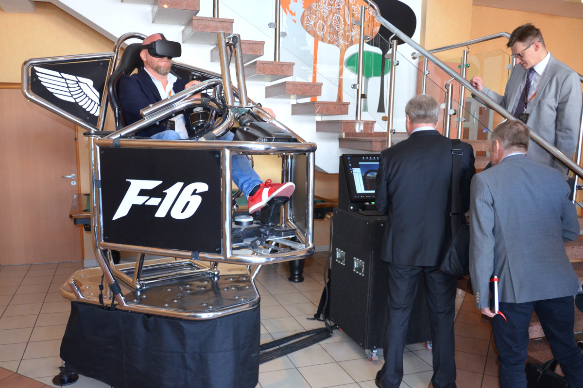 Symulator lotu VR 9D - 8 - symulatory na targi vr lotnicze