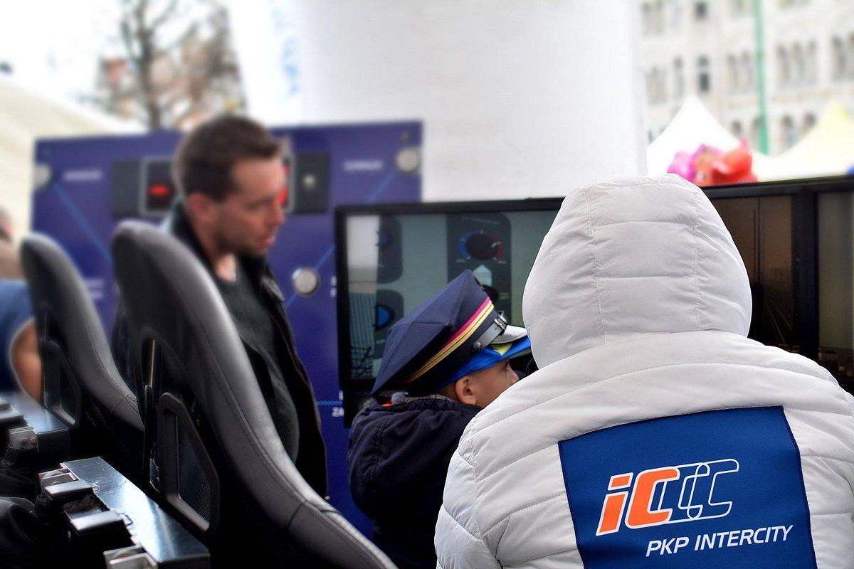 Symulator pociągu wynajem na targi Warszawa 3