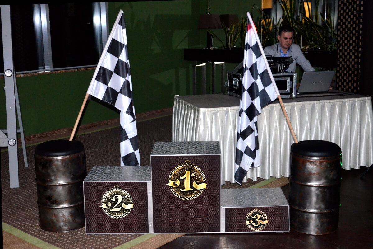 Wystrój Rajdowy - 5 - beczki i flagi wynajem warszawa